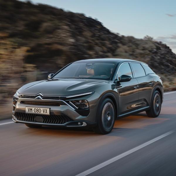 Citroën presenteert de C5 X